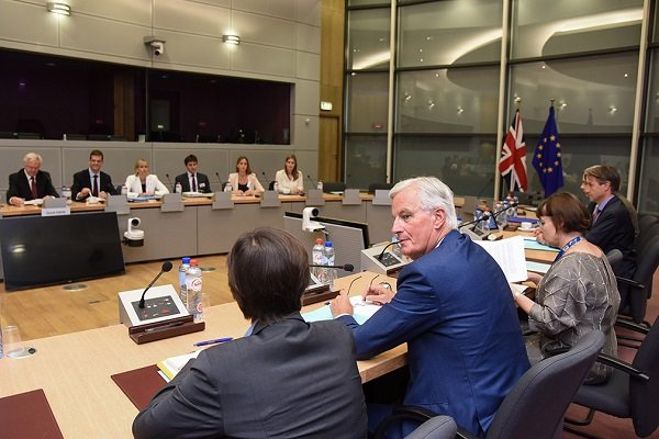 David Davis, Michel Barnier  (photo: Jennifer Jacquemart)